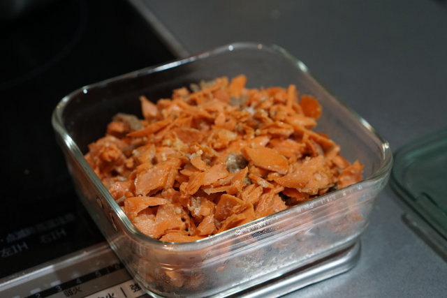 鮭チーズ焼きは保存容器で保存する