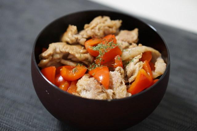 パプリカ豚丼